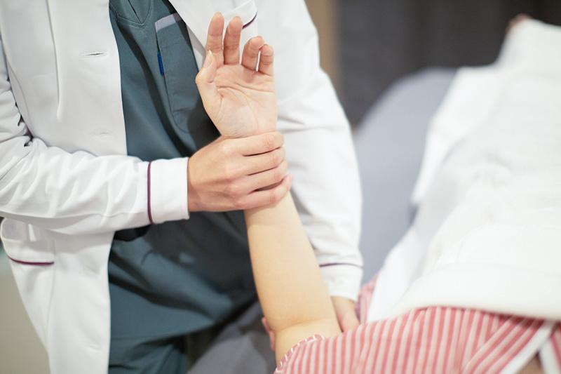 Raksa Wellness รักษาอาการปวดเจ็บให้ถูก แนะนำทำกายภาพ เทคนิคเฉพาะทาง ต้นคอ หลัง เข่า ออฟฟิศซินโดรม การรักษาแบบ Stretching , Mobility, Trigger Point , Therapy